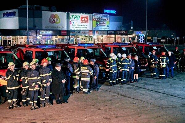 Dobrovoľní hasiči z regiónu dostali nové autá.