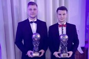 Igor Kotora a Erik Hric (MFK Zvolen) počas vyhásenia ankety Jedenástka roka 2019.