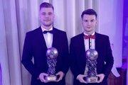 Igor Kotora a Erik Hric (MFK Zvolen) počas vyhásenia ankety Jedenástka roka 2019.