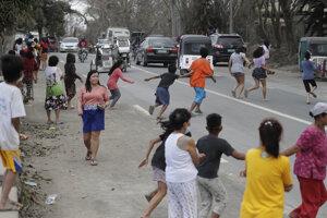 Obyvatelia obce Tagaytay v blízkosti sopky Taal.