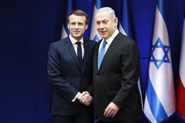 Izraelský premiér Benjamin Netanjahu víta francúzskeho prezidenta Emmanuela Macrona.