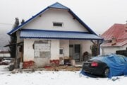 Policajti vykonali dve domové prehliadky v Krompachoch a zaistili množstvo dokumentov.