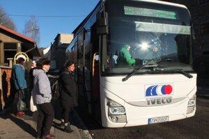 Hrozí, že cestujúci pocítia spor medzi dopravcom a župou.