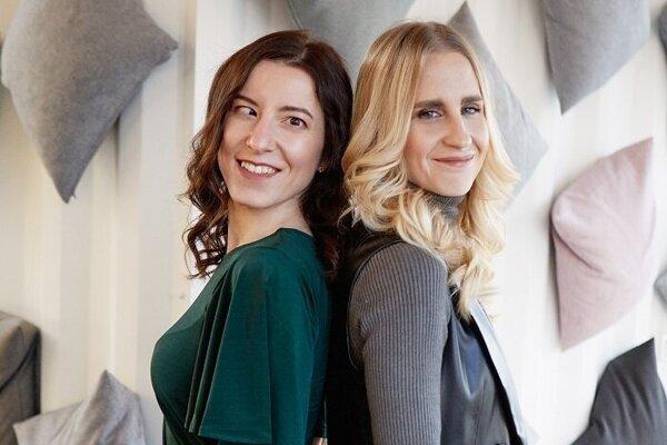 Lyžiarka Henrieta Farkašová (vľavo) a navádzačka Natália Šubrtová