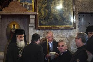 Princ Charles s duchovnými v chráme na Olivovej hore.