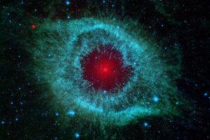 Hmlovina Slimák vzdialená sedemsto svetelných rokov.