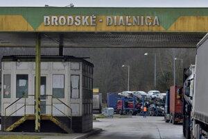 Diaľničný hraničný priechod Brodské - Břeclav, kde kvôli štrajku autodopravcov z Únie autodopravcov Slovenska odkláňajú kamióny na parkovisko, prípadne ich posielajú späť do Českej republiky.