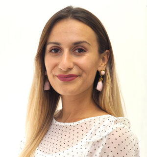 Júlia Zacharidesová, právna asistentka.