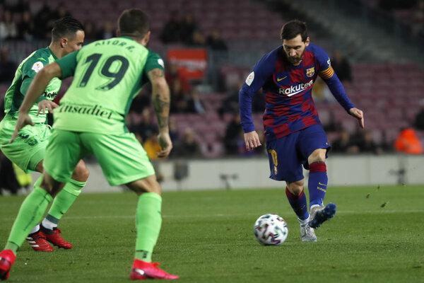 Lionel Messi (vpravo) v zápase FC Barcelona - CD Leganés.