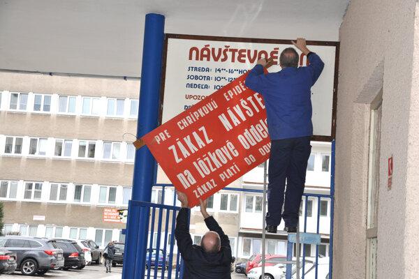 Regionálny úrad verejného zdravotníctva zakázal návštevy v Dolnokubínskej nemocnici. Dôvodom je chrípka.
