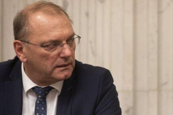 Bývalý minister a súčasný poslanec NR SR za stranu SMER-SD Ľubomír Vážny.