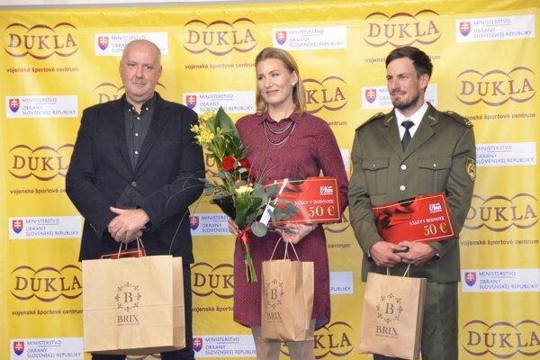 Otec najlepšej športovkyňe rezortu ministerstva obrany Igor Vlha, Anastasia Kuzminová a Peter Gelle