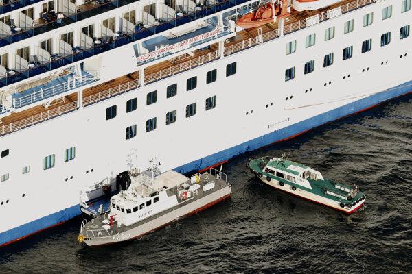 V Japonsku v stredu prebehol zdravotný skríning viac ako 3700 pasažierov a posádky výletnej lode Diamond Princess.