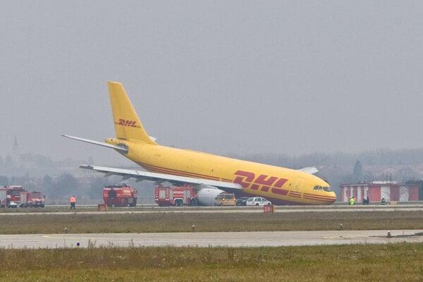 Nehoda lietadla na bratislavskom letisku.