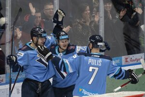 Jindřich Abdul (v strede) v drese HC Slovan.