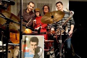 Na koncerte bossa novy vBethlenovom dome sa predstavia zľava: Juraj Gažmerčík, Alexandra Volentierová, Juraj Havlík a Pavol Pondelík