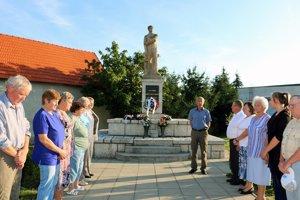 Potomkovia partizánov v Malinovej si uctili pamiatku padlých položením vencov k pamätníku a minútou ticha.
