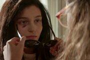 Geniálna priateľka 2. Lila zažíva domáce násilie.