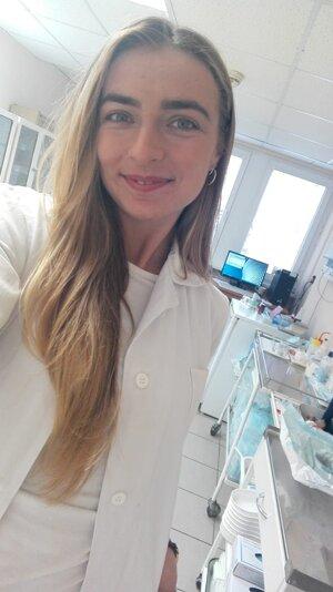 O budúcu lekárku už prejavilo záujem zahraničie, na pohvoroch boli z jej životopisu a praxe nadšení. slovenskí zamestnávatelia sa jej, naopak, pýtajú, prečo má toľko praxe.