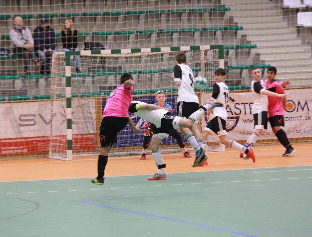 Zo zápasu o tretie miesto SDM Dominik - FC Bíňa