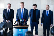 Zľava: Predseda strany Za ľudí Andrej Kiska, poslanec NR SR a predseda strany SPOLU Miroslav Beblavý, predseda KDH Alojz Hlina a poslanec NR SR za SaS Karol Galek.