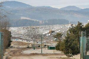 Na skládku sa vozí odpad zo štyroch okresov.