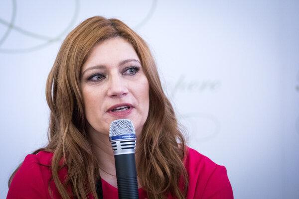 """Andrea Cocherová organizuje kampaň """"Nie v našej krajine""""."""