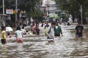 Zaplavená ulica v Jakarte.