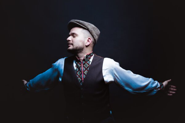 Štefana Šteca ako charizmatického speváka rusínskych ľudových piesní spoznali Slováci v prvej sérii folklórnej šou Zem spieva.