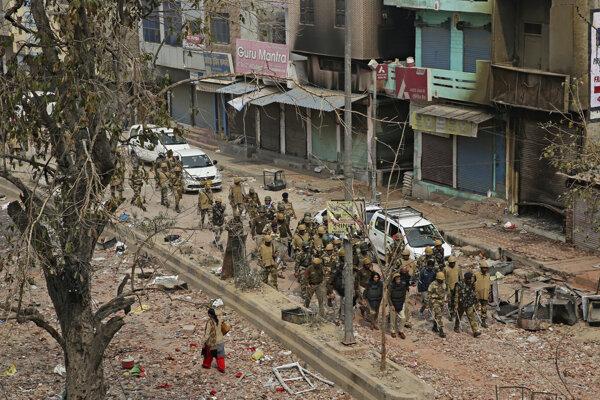 Protestujúci v Naí Dillí.