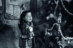Malá Elise počas Vianoc vo Francúzsku.