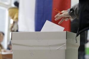 Voľby 2020: Viaceré volebné miestnosti hlásia vysokú účasť.