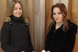 Dvojčatá Natália a Veronika Bartošové z Nového Tekova volili prvý raz.