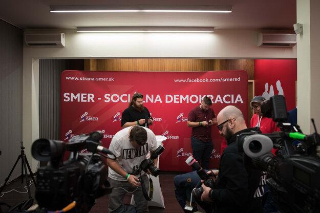 Voľby 2020: Novinárov vpustili do centrály krátko po ôsmej hodine večer.