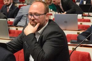 Z lavíc mestského i miestneho parlamentu si Liba zasadne aj do kresla v Národnej rade.