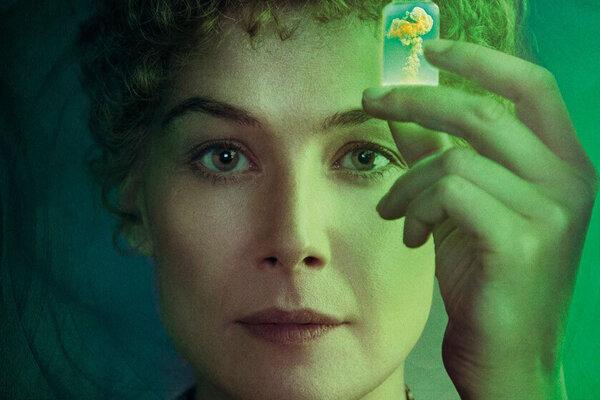Rosamunde Pike vo filme Radioactive ako Marie Curie.