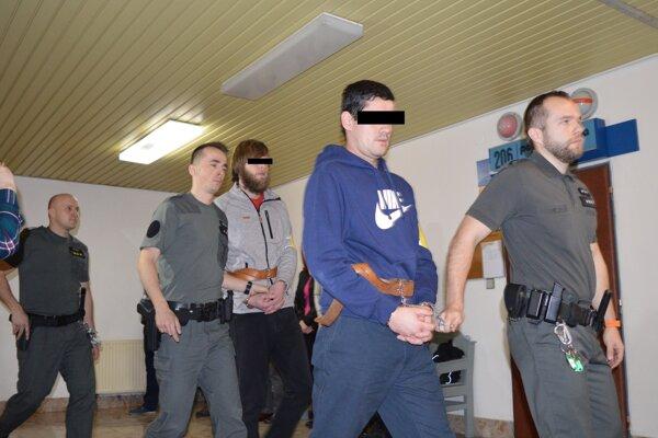 Okresný súd rozhodoval v dvoch veciach - o žiadosti o prepustenie, ale aj o pridaní dôvodu väzobného stíhania.
