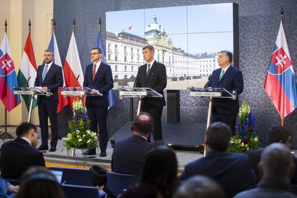 Na snímke predsedovia vlád Vyšehradskej štvorky (V4), zľava predseda vlády SR Peter Pellegrini, predseda vlády Poľska Mateusz Morawiecki, predseda vlády ČR Andrej Babiš a predseda vlády Maďarska Viktor Orbán.