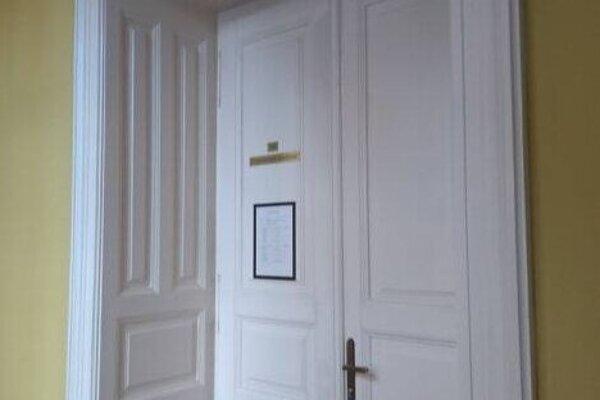 Ján Mráz dnes do pojednávacej siene Krajského súdu v Banskej Bystrici nevstúpil. Je obhajca neprišiel, je chorý.