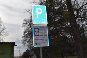 Platené parkovanie cez esemesku fungovalo zatiaľ len necelé tri dni.