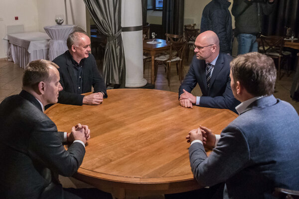 Igor Matovič, Boris Kollár, Andrej Kiska a Richard Sulík na spločnej večeri pred začiatkom koaličných rokovaní o vytvorení vládnej koalície.