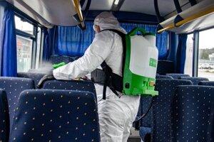 Dezinfekcia autobusov.