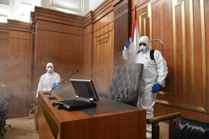 Dezinfekcia libanonského parlamentu v Bejrúte.