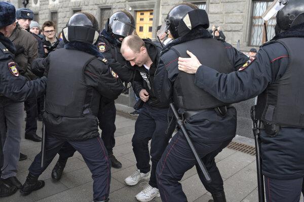 Zatýkanie v Moskve.