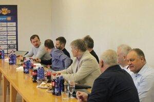 Záber zo stredajšieho zasadnutia zástupcov klubov Tipsport Ligy vo Zvolene.