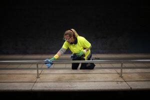 Dezinfekcia na železničnej stanici v Madride.