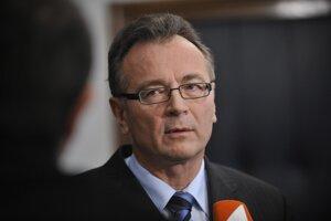 Ladislav Tichý bol v minulosti prvým námestníkom generálneho prokurátora Trnku a po nezvolení Jozefa Čentéša určitú dobu dočasne sám generálnu prokuratúru riadil.
