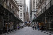 Prázdna ulica na Wall Street v New Yorku.