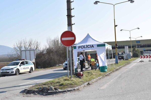 Maďarsko od polnoci uzavrelo hranice. Dotýka sa to aj Košičanov žijúcich v pohraničí.