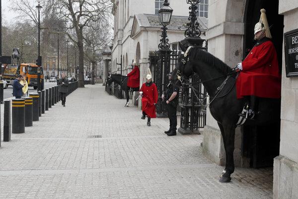 Londýnska turistická atrakcia sa pre šírenie koronavírusu vyprázdnila. Londýn, 17. marec 2020.